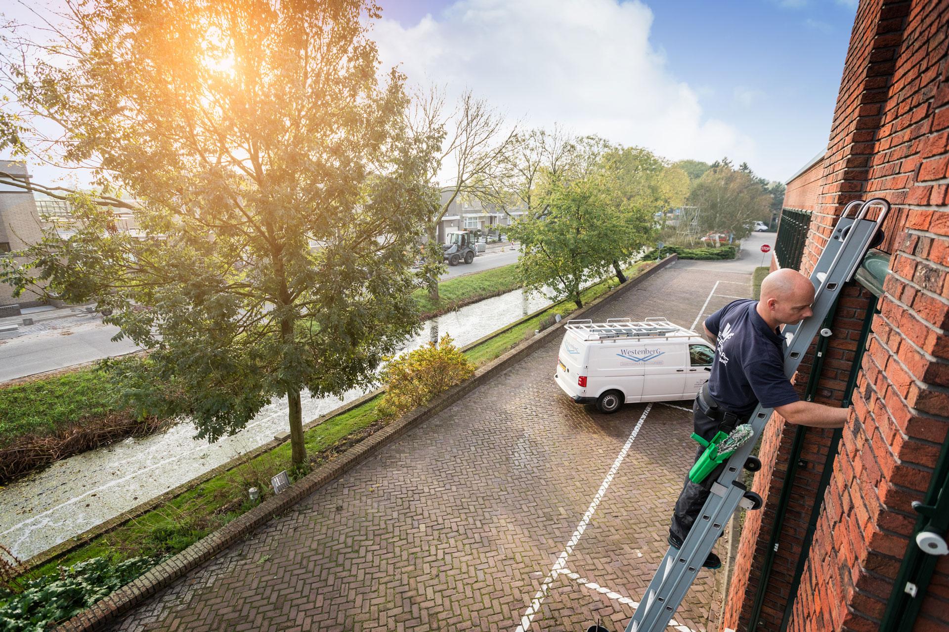 schoonmaakbedrijf den Haag, glazenwasser den Haag